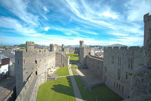 Caernafon_Castle_(HDR)_(8074250391)