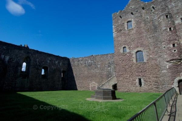 Doune courtyard 3