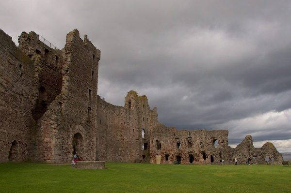 The Mid Tower (left), Douglas Tower (centre) and Great Hall (right of centre) seen from the courtyard