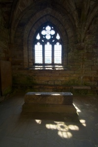 Quiet tomb in a transept